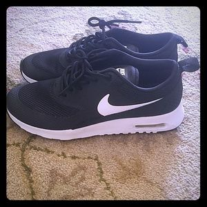 Nike Air Max Thea 7.5 Black and White